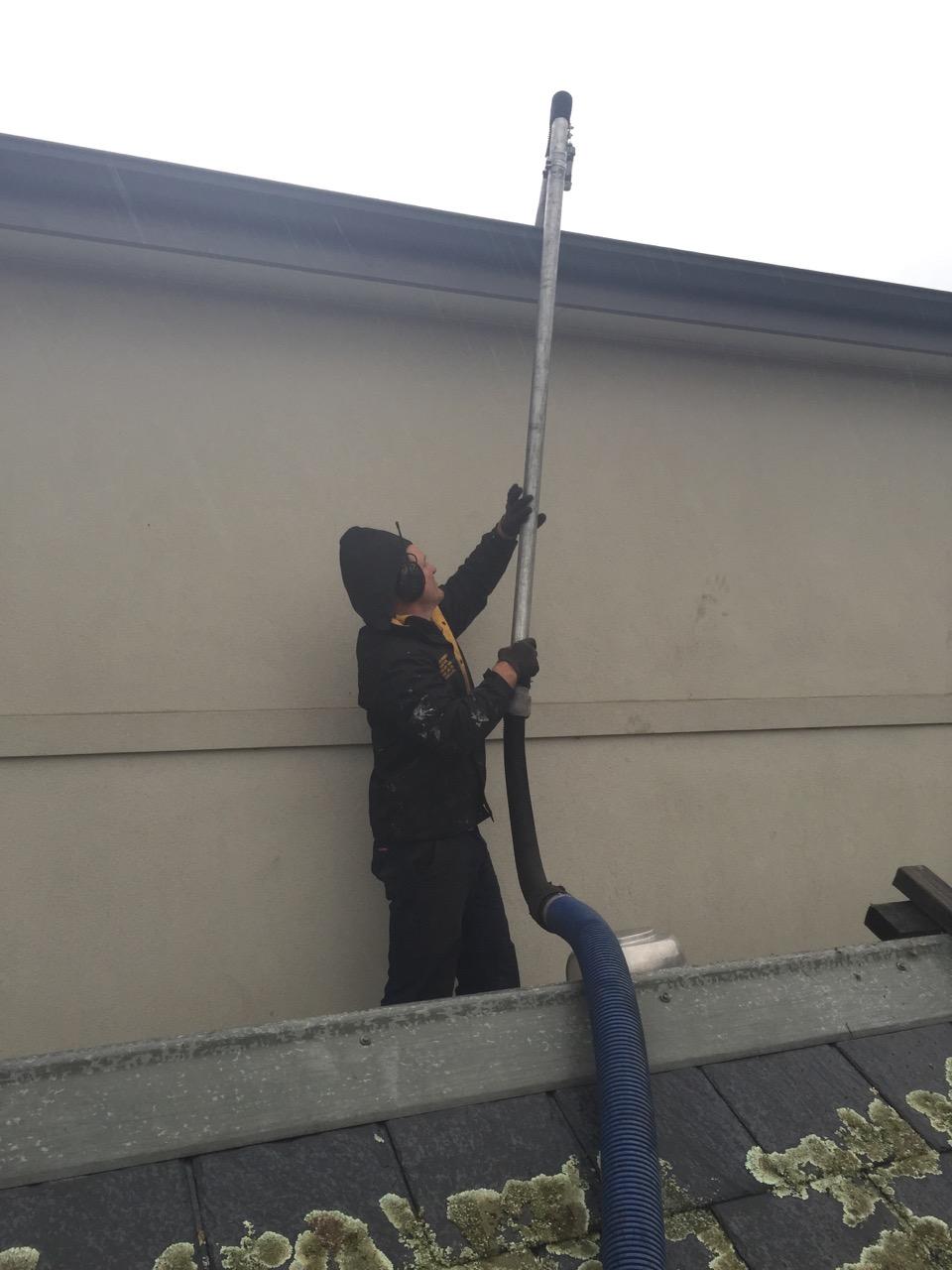Clean pole